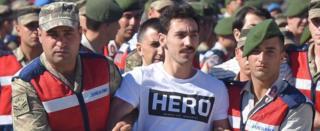 Gökhan Güçlü 13 Temmuz'daki duruşmaya Hero tişörtüyle gelirken
