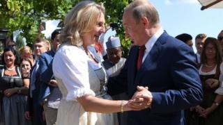 حضر بوتين حفل زفاف كنايسل متجاه الجدل الدائر بشأن دعوته