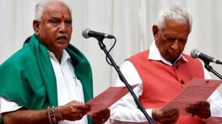 मुख्यमंत्री पद की शपथ लेते हुए बीएस येदियुरप्पा