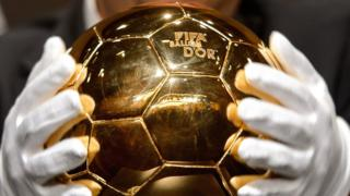 The FIFA Ballon d'Or 2013 (Golden ball) trophy is displayed at the Kongresshaus in Zurich on January 13, 2014, ahead of the Ballon d'Or award ceremony.