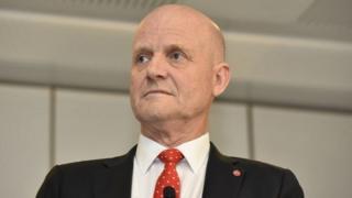 اتهم السناتور دايفيد ليونهيلم بالتمييز على أساس الجنس