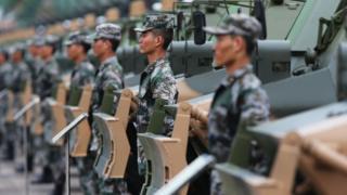 Quân đội Giải phóng Nhân dân Hong Kong diễu hành tại căn cứ không quân Shek Kong 29/6/2012