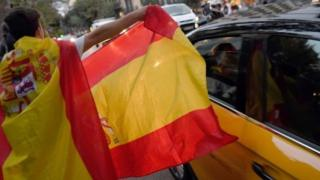 A protester in Barcelona waves a Spanish flag during a demonstration defending a united Spain Photo: 4 October 2017