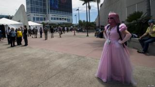 Cosplay enthusiast Jessica Bykowski wears a costumed themed after Star Wars during the 2015 Comic-Con International Convention in San Diego, California 10 July 2015.