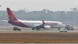 2010 మే 24వ తేదీన దిల్లీలోని ఇందిరాగాంధీ అంతర్జాతీయ విమానాశ్రయంలో అత్యవసరంగా ల్యాండ్ అయిన స్పైస్ జెట్ సంస్థ నడుపుతున్న బోయింగ్ 737-800 మోడల్ విమానం