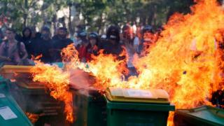 В центре Парижа полиция разгоняла демонстрантов гранатами со слезоточивым газом