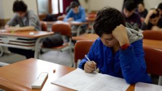 Test çözen öğrenci