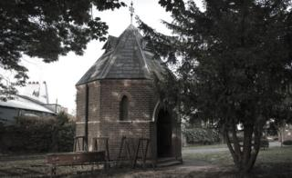 Reception house in Hammersmith's Margravine Cemetery