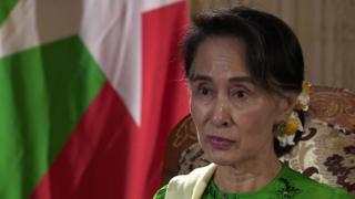 Aung San Suu Kyi en entrevista con Fergal Keane de la BBC