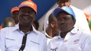 Bw Musyoka (kulia) na wenzake wawili wameonakana kutofautiana na Bw Odinga