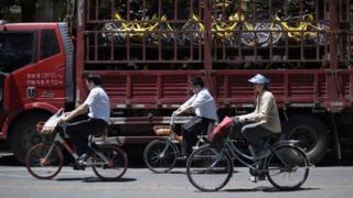 Китайские граждане на велосипедах