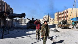 تعاني أحياء حلب الشرقية أزمة نقص الغذاء والإمدادات الطبية