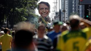 Maniestantes na avenida Paulista