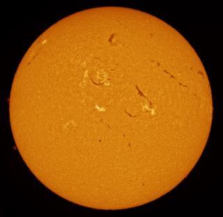 Меркурий проходит между Луной и Солнцем