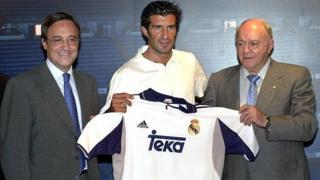 Luis Figo junto a Florentino Pérez y Alfredo di Stéfano