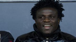 Le Béninois Razak Omotoyossi a joué au Nigeria, en Moldavie, en Suède, en Arabie saoudite, en Turquie et au Maroc.