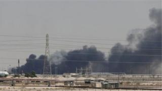 این تنزل رتبه مرتبط با افزایش تنشهای ژئوپولوتیک و نظامی در منطقه خلیج فارس در پی حملات اخیر به تاسیسات نفتی عربستان و همچنین تضعیف وضعیت مالی عربستان اعلام شده است