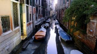 이탈리아 베네치아 운하 물 높이가 낮아졌다