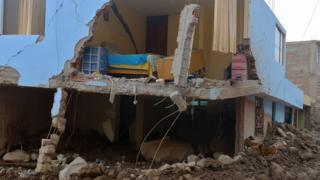 Casa destruida en Aplao, Arequipa, en el sur de Perú.