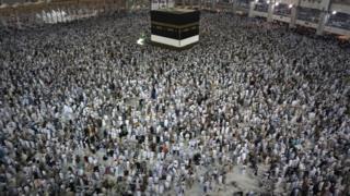 Plus de 160 nationalités se côtoient pendant le rite du Hajj dont 46% de femmes.
