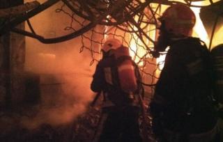 ماموران در صحنه آتش سوزی در بازار تبریز