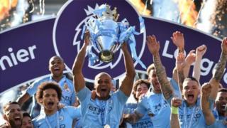 Manchester City yikurikiranije gutsindira igikombe c'igihangwa ry'Ubwongereza irangije ifise amanota 98