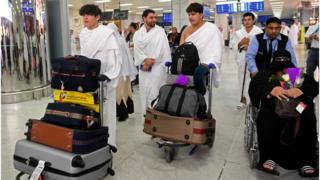 Les familles des victimes de l'attaque des mosquées en Nouvelle-Zélande en mars 2019 arrivent à l'aéroport de Djeddah le 2 août 2019