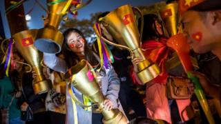 Cổ động viên bóng đá Việt Nam vui mừng