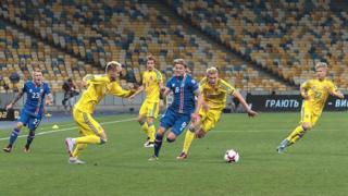 В первой игре украинцы пропустили быстрый мяч, однако затем отыгрались и могли выиграть, но не забили пенальти