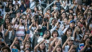 กลุ่มแฟนของบอยแบนด์วงหนึ่งในเกาหลีใต้