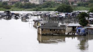 Des maisons submergées après des pluies au Nigéria