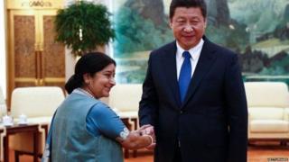 भारतीय विदेश मंत्री सुषमा स्वराज और चीन के राष्ट्रपति शी जिनपिंग