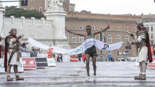 Ethiopian runner Tola Shura Kitata wins the 23rd edition of the Rome Marathon (Maratona die Roma) at the Fori Imperiali in Rome, Italy, 02 April 2017