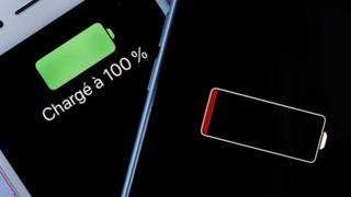 Разряженный и полностью заряженный телефон