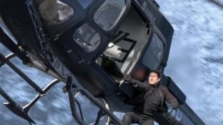 """توم كروز في أحدث أفلامه """"مهمة مستحيلة - مغامرة السقوط"""""""