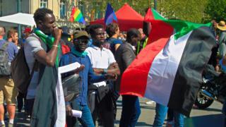 A Paris,la diaspora soudanaise se mobilise pour demander un gouvernement civil au Soudan.