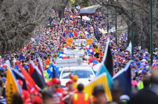 A big crowd turns out to watch the 2016 AFL Grand Final Parade