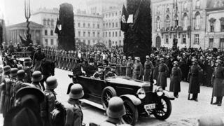 امان الله خان د ايټاليا په پلازمېنه روم کې د دې هېواد له پاچا ويټوريو ايمانول سره، ۹ جنوري ۱۹۲۸
