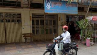 Wani kamfanin sayar da ruwana mama a Cambodia