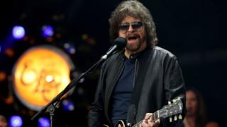 Jeff Lynne performing with ELO