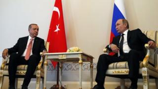 Cumhurbaşkanı Erdoğan ile Rusya Devlet Başkanı Putin 9 Ağustos'ta Saint Petersburg'da karşılıklı oturuyor.