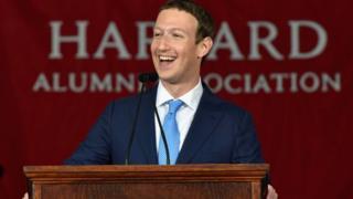 Mark Zuckerberg Harvard Üniversitesi'nde mezuniyet konuşması yaptı.