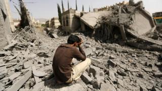 مئات المدنيين قتلوا في غارات التحالف على مستشفيات ومدارس وأسواق