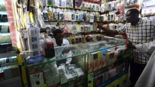 محل الكترونيات وهواتف نقالة في السودان