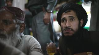 Prisioneros talibanes.