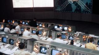 جولة داخل أهم غرفة في سباق الفضاء