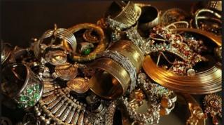 صورة تعبيرية للمجوهرات المسروقة