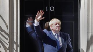 Борис Джонсон у двери резиденции на Даунинг-стрит