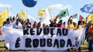 Students protest in Brasilia against lowering the age of criminal responsibility on 30 June, 2015