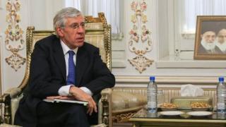 جک استرا در یکی از آخرین سفرهایش به ایران پس از دوره وزارت خارجه با برخی از مقام های ایرانی و نمایندگان مجلس دیدار کرده بود
